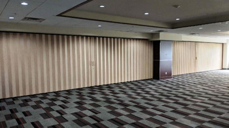 Church Room Dividers And Curtains Churchproductscom - Floor dividers between rooms